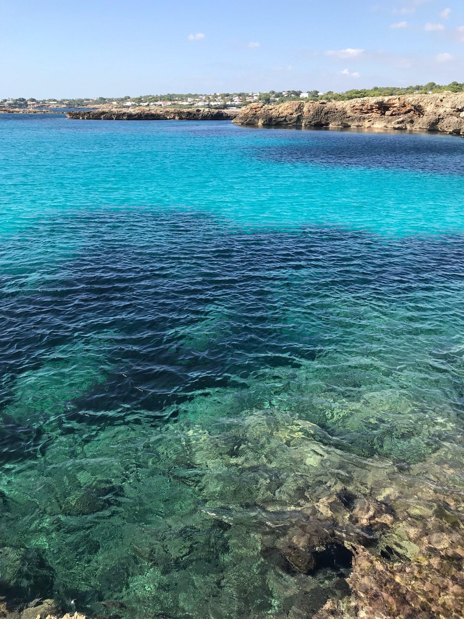 Das türkisfarbene  Meer weckt eine tiefe Sehnsucht in mir.
